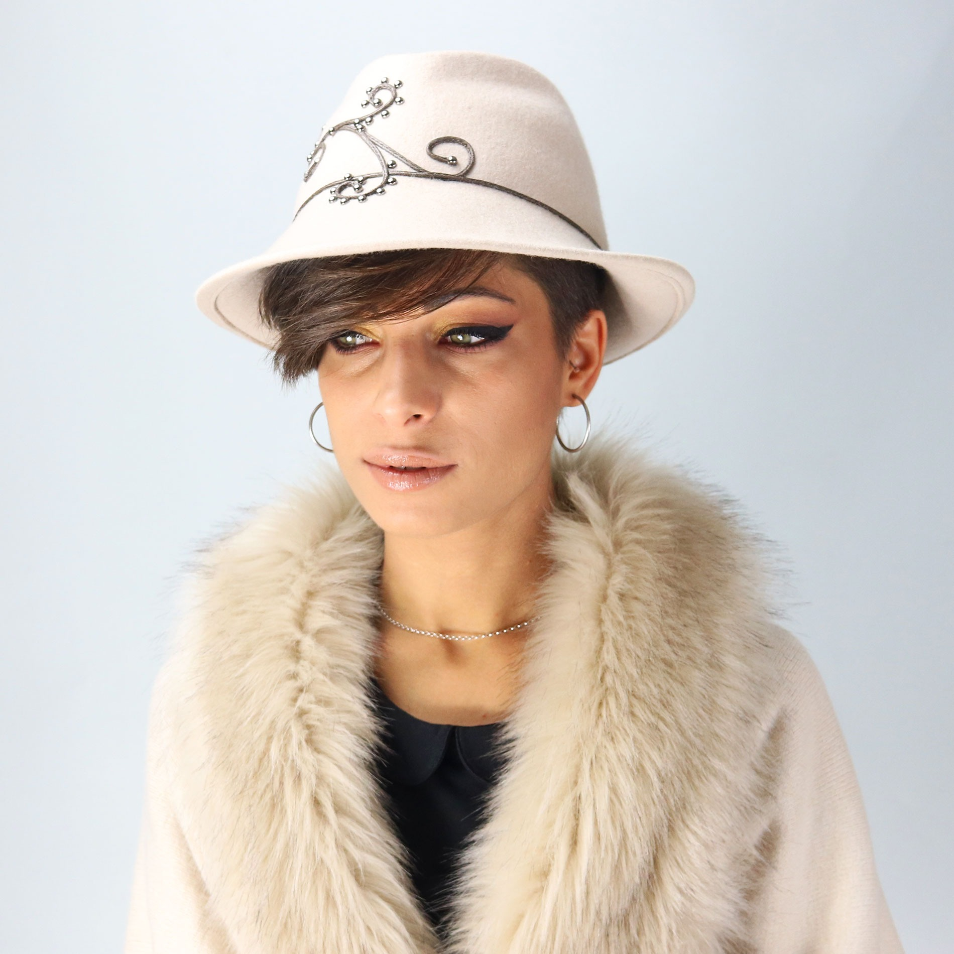 Women s beige borsalino hat in felt fabric - Fall winter collection fb8acc591411