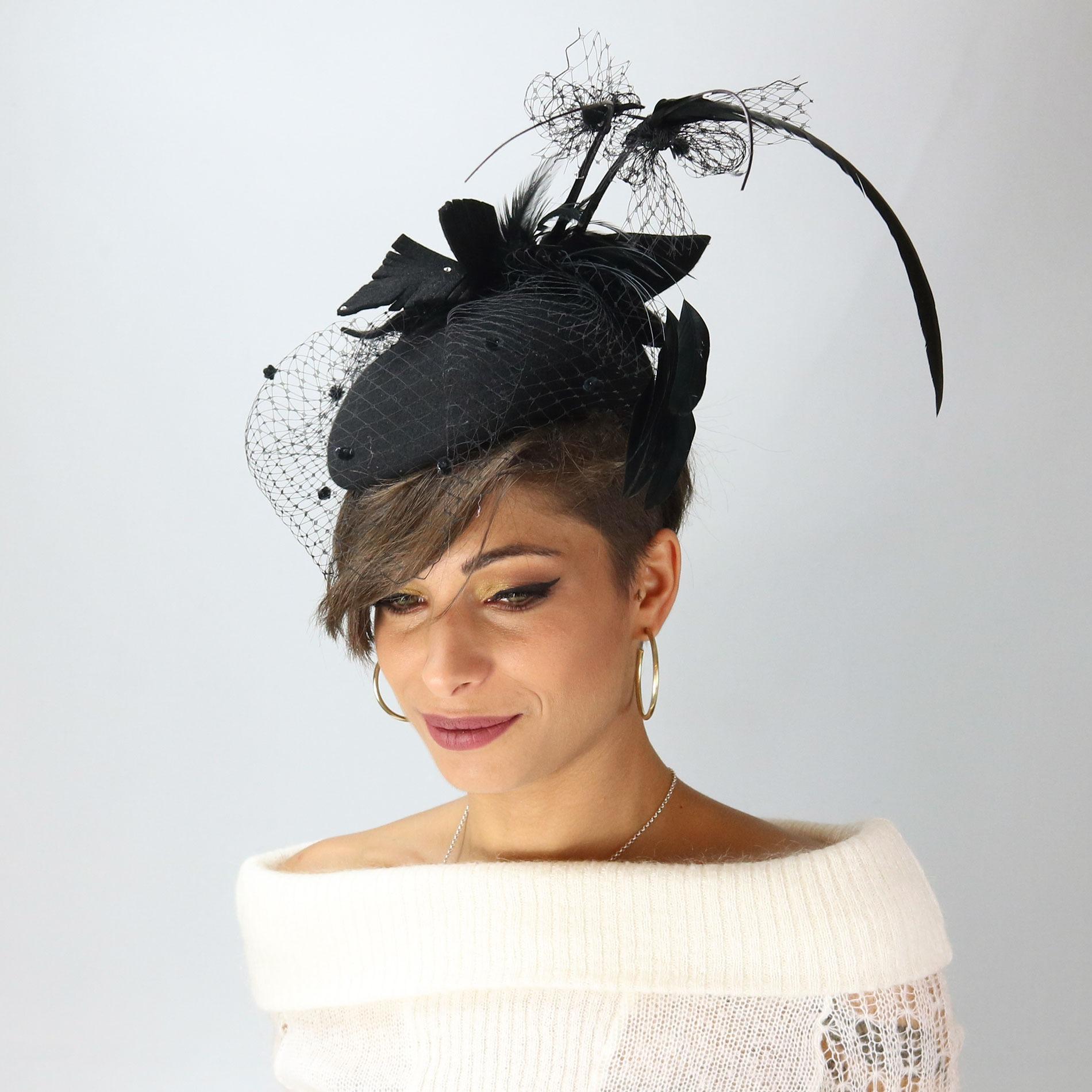 Cappello da cerimonia nero con piume e veletta 68112bf89ea