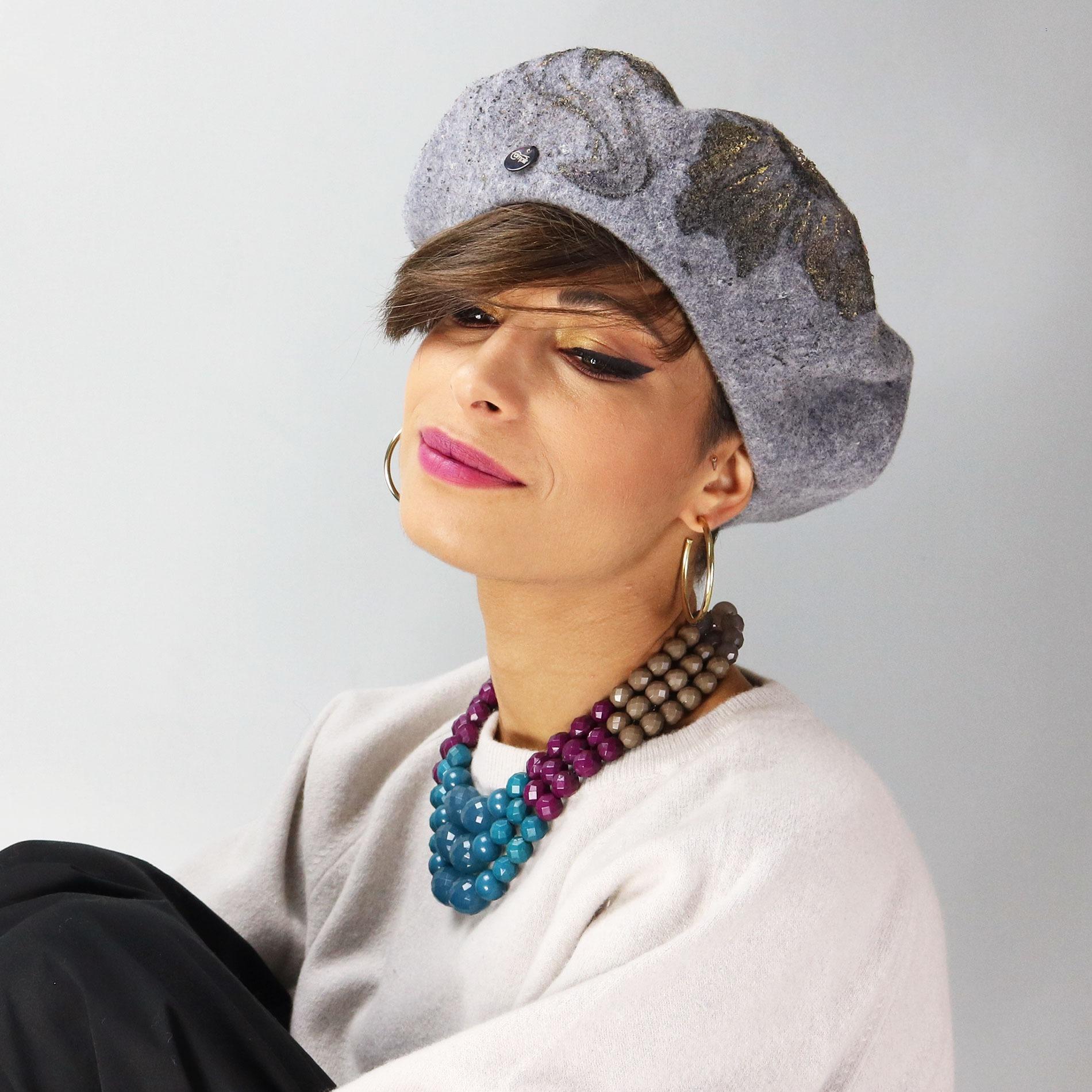 Basco grigio in lana modello alla francese 5990699931e8